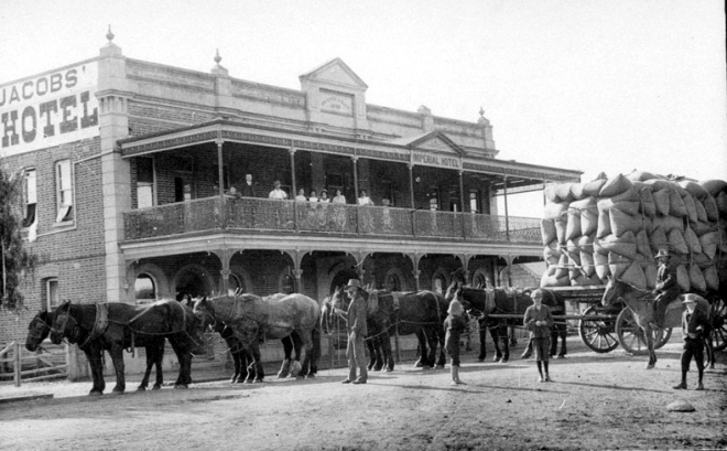 The Imperial Hotel, Quirindi before the balcony fall.